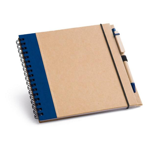 Bloc de notas. Cartón. Tapa rígida. Con 60 hojas lisas de papel reciclado. Incluye bolígrafo.